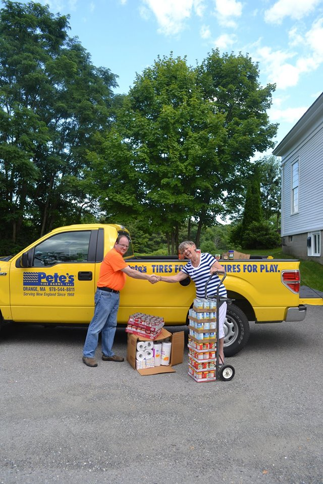Pete S Tire Barns Sponsors Food Drive For Joan S Pantry Of